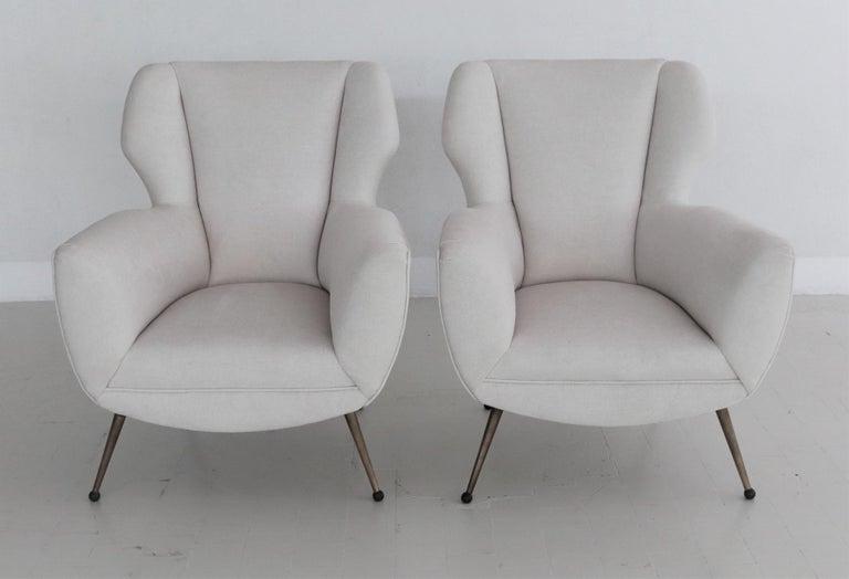 Italian Midcentury Armchairs in White Velvet in Gigi Radice Style, 1950s For Sale 6