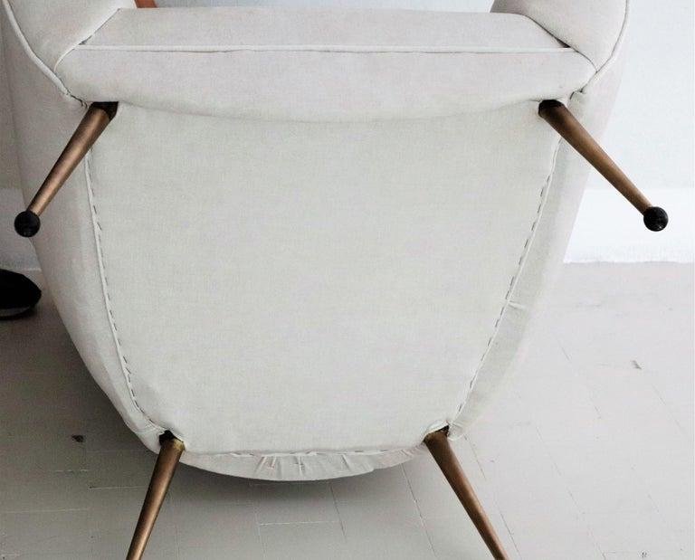 Italian Midcentury Armchairs in White Velvet in Gigi Radice Style, 1950s For Sale 10