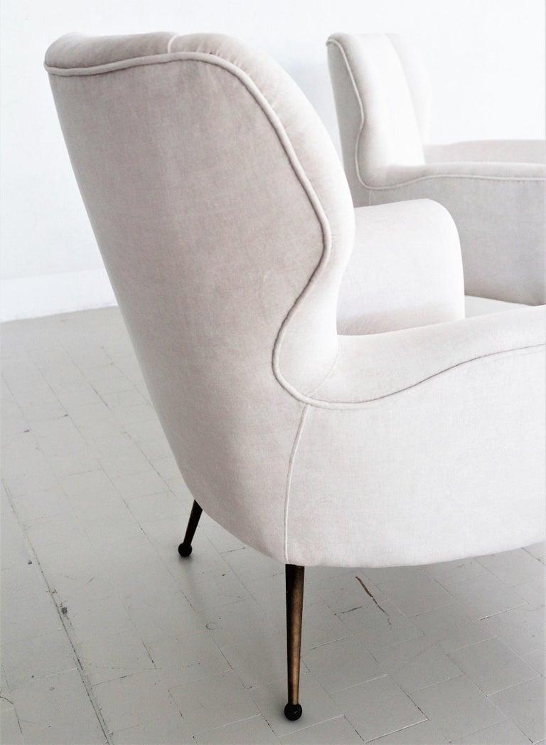 Italian Midcentury Armchairs in White Velvet in Gigi Radice Style, 1950s For Sale 12