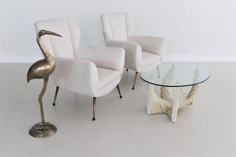 Magnificent pair of original Italian armchairs reupholstered in off-white velvet with metal feet and Bakelite tips. Made in Italy in the 1950s in the style of Gigi Radice, 1950s. Completely refurbished with quality material and re-upholstered with