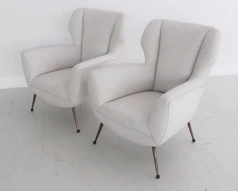 Italian Midcentury Armchairs in White Velvet in Gigi Radice Style, 1950s In Good Condition For Sale In Clivio, Varese