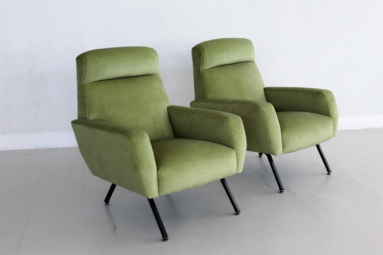 A set of two beautiful and very comfortable Italian Midcentury armchairs or lounge chairs from the 1960s. The have been professionally and completely re-upholstered with new foam, straps and easy-care green velvet of great quality. The lounge