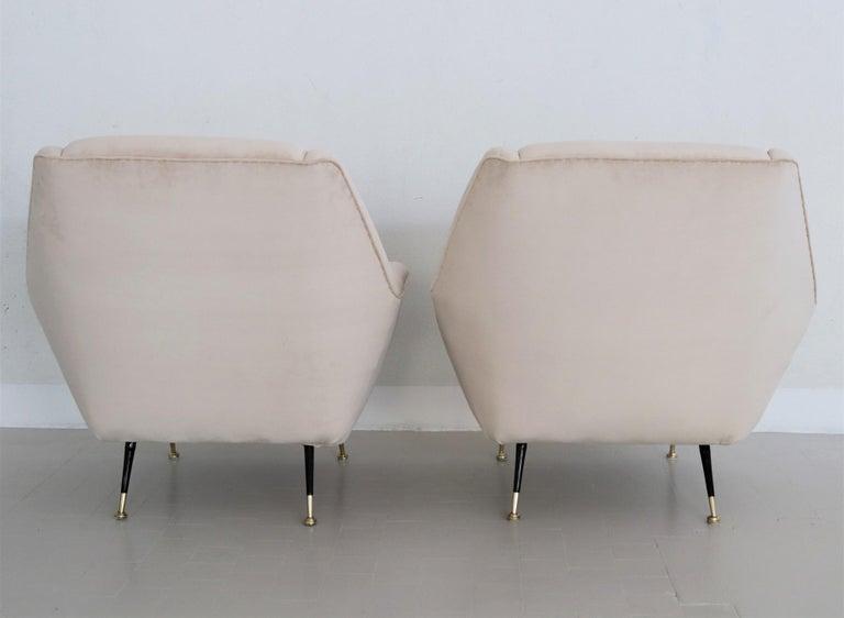Italian Midcentury Armchairs Restored in Beige Soft Velvet and Brass, 1950s For Sale 5