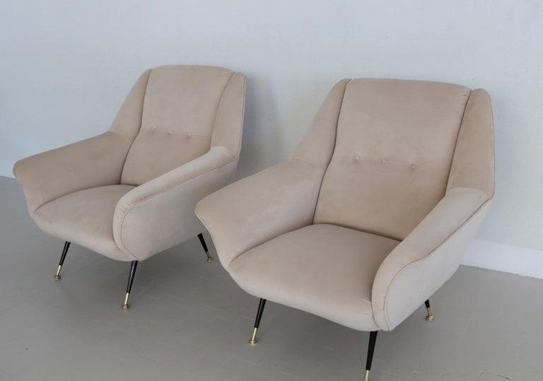 Italian Midcentury Armchairs Restored in Beige Soft Velvet and Brass, 1950s For Sale 9