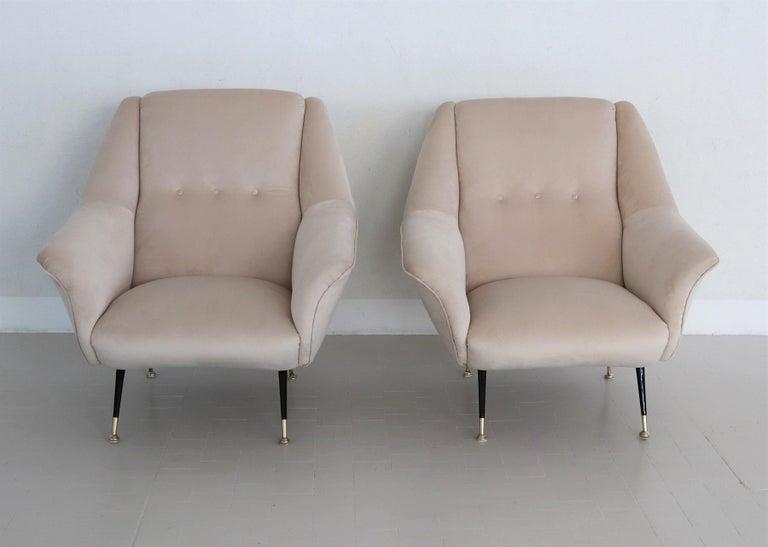 Italian Midcentury Armchairs Restored in Beige Soft Velvet and Brass, 1950s For Sale 10