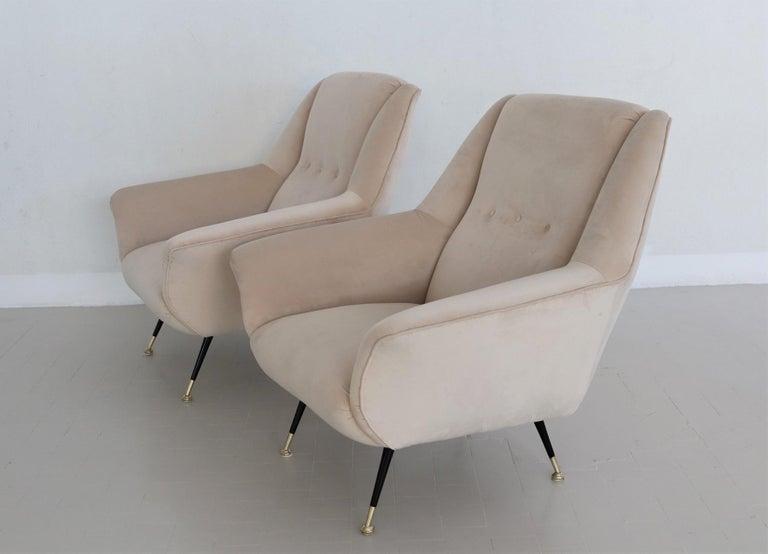 Italian Midcentury Armchairs Restored in Beige Soft Velvet and Brass, 1950s For Sale 12