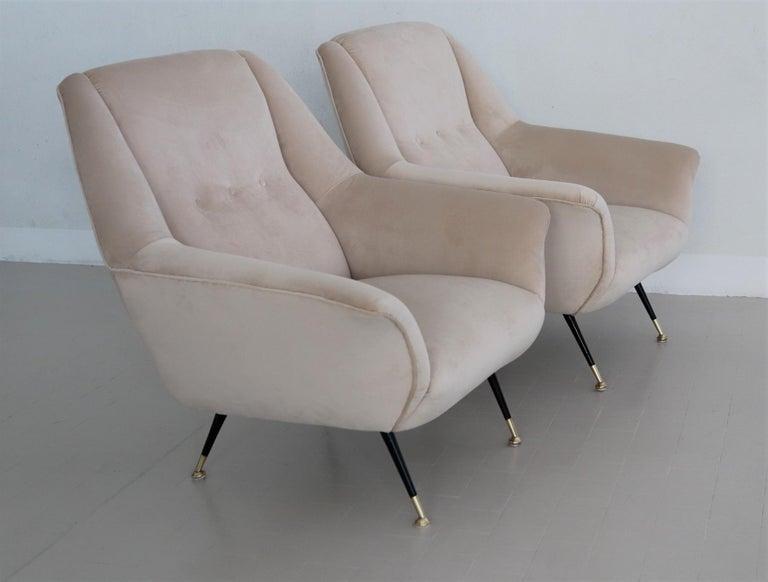Italian Midcentury Armchairs Restored in Beige Soft Velvet and Brass, 1950s For Sale 1