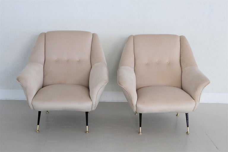 Italian Midcentury Armchairs Restored in Beige Soft Velvet and Brass, 1950s For Sale 3