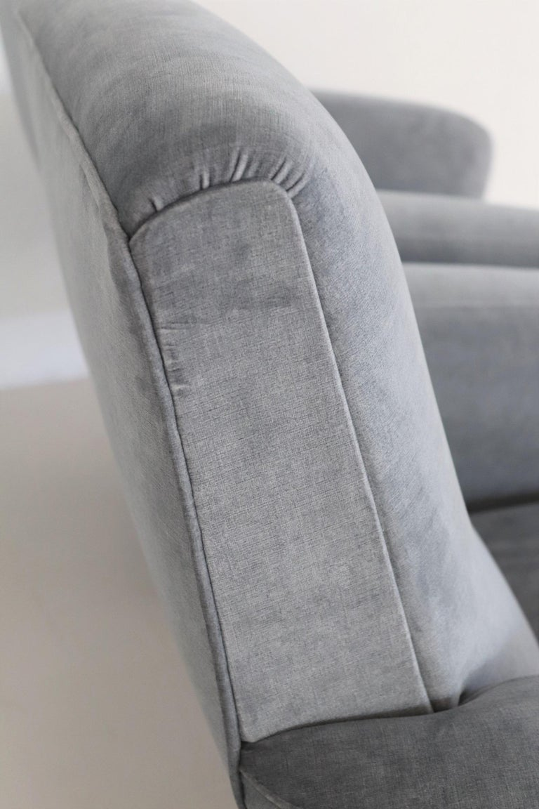Italian Midcentury Armchairs restored in Pale Blue Grey Velvet, 1950s For Sale 4
