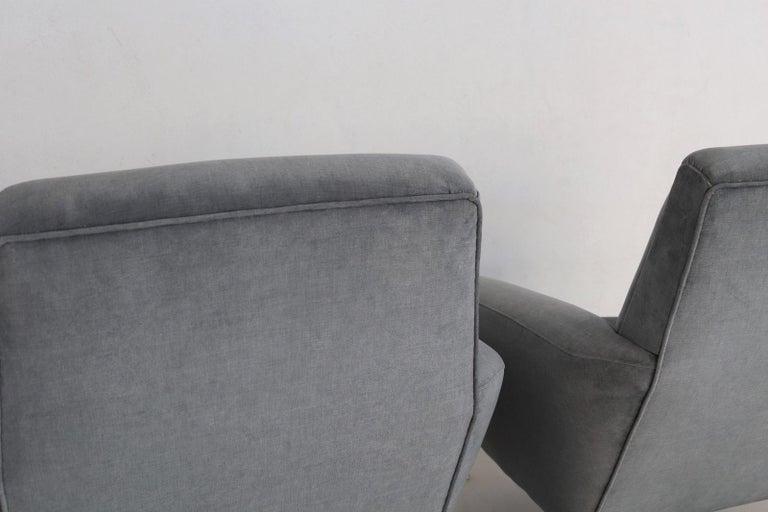 Italian Midcentury Armchairs restored in Pale Blue Grey Velvet, 1950s For Sale 2
