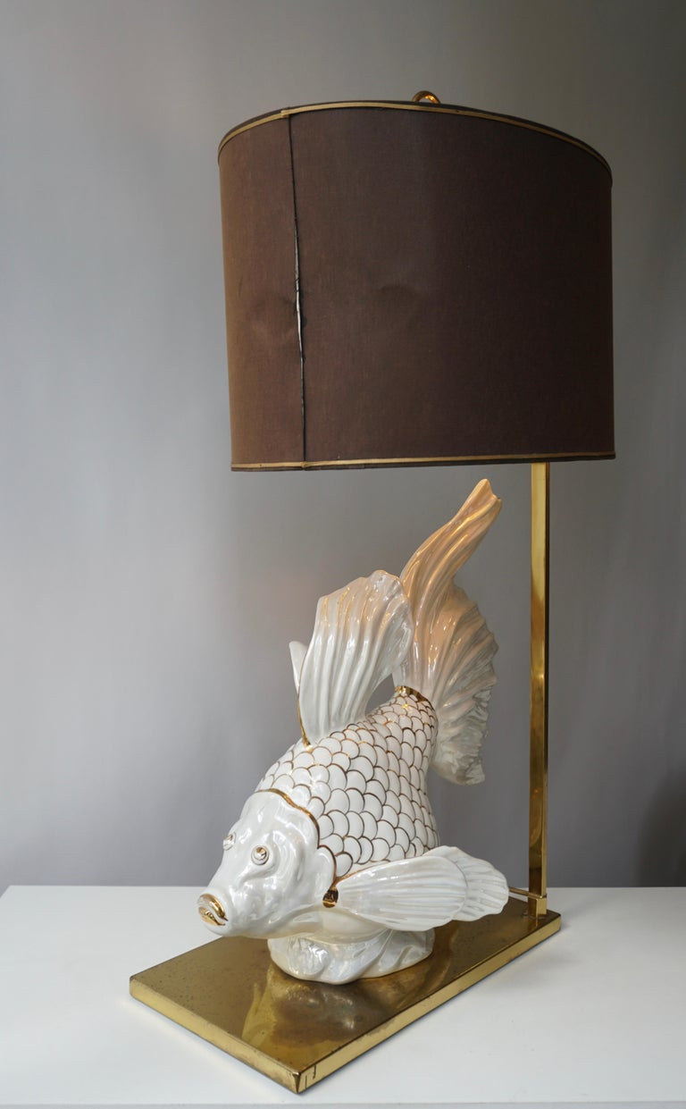 Italian Midcentury Big Ceramic Fish Lamp with Brass Details, 1970s In Good Condition For Sale In Antwerp, BE