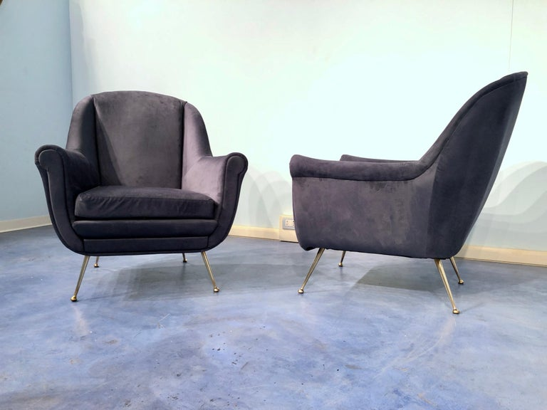 Pair of Italian Midcentury Midnight Blue Velvet Armchairs, Gio Ponti Style 1950s For Sale 4