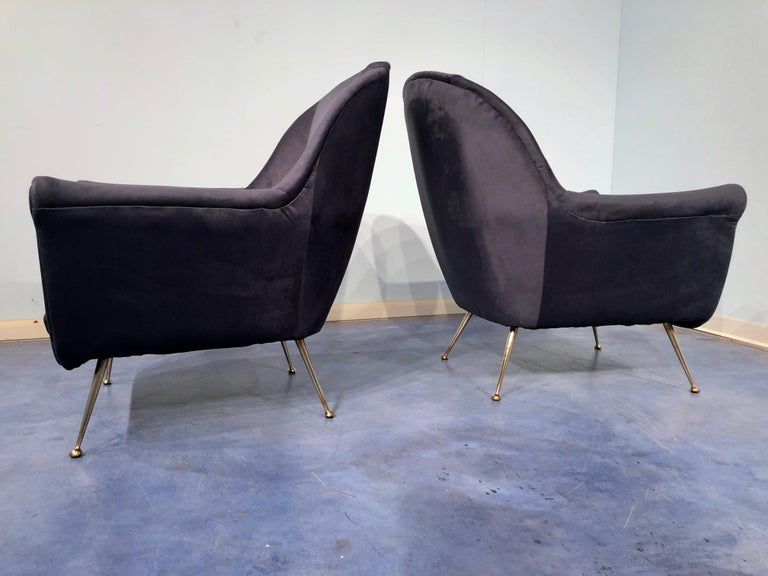 Pair of Italian Midcentury Midnight Blue Velvet Armchairs, Gio Ponti Style 1950s In Good Condition For Sale In Traversetolo, IT