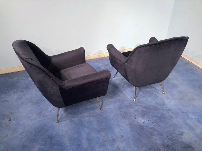 Brass Pair of Italian Midcentury Midnight Blue Velvet Armchairs, Gio Ponti Style 1950s For Sale