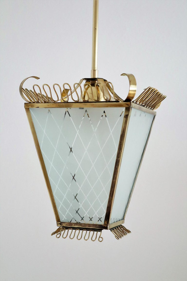 Italian Midcentury Brass and Glass Lantern or Pendant Lamp, 1950 In Good Condition For Sale In Clivio, Varese
