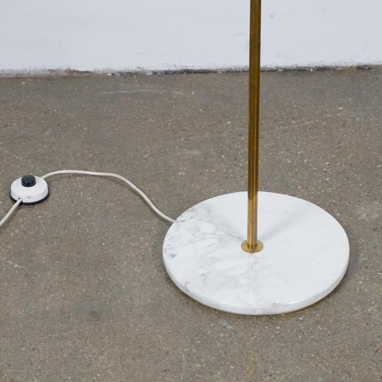Italian Midcentury Brass, Glass and Marble Floor Lamp by Bruno Chiarini For Sale 5