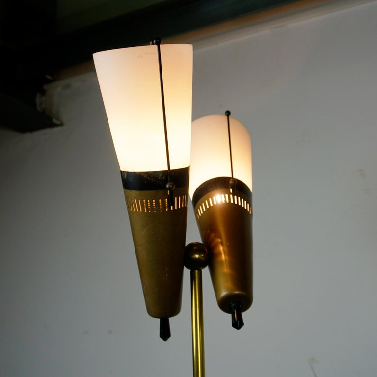 Italian Midcentury Brass, Glass and Marble Floor Lamp by Bruno Chiarini In Good Condition For Sale In Vienna, AT
