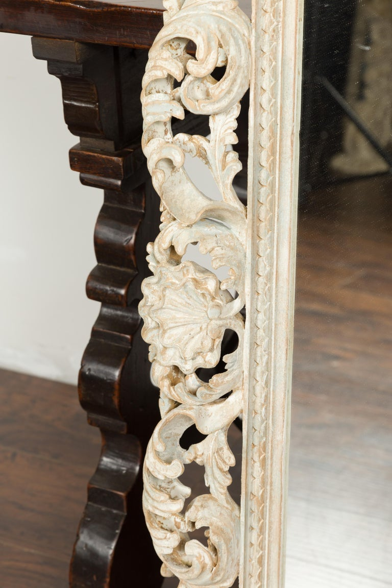 Italian Midcentury Carved Mirror with Scrolling Acanthus Leaves and Shell Motifs For Sale 5