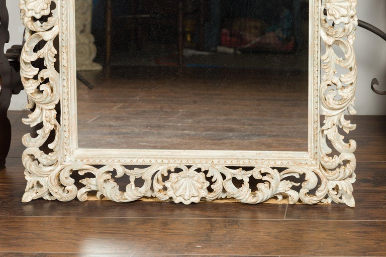 Italian Midcentury Carved Mirror with Scrolling Acanthus Leaves and Shell Motifs For Sale 2