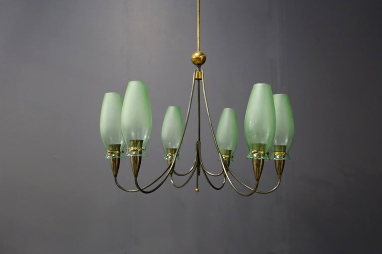 Elegant Italian-made chandelier of 1950. The chandelier has a structure in brass and nickel-plated brass tubing. The chandelier has 6 arms that accommodate the six lights. Its bulb holders are made of brass with a semi-circular shape. Each light has