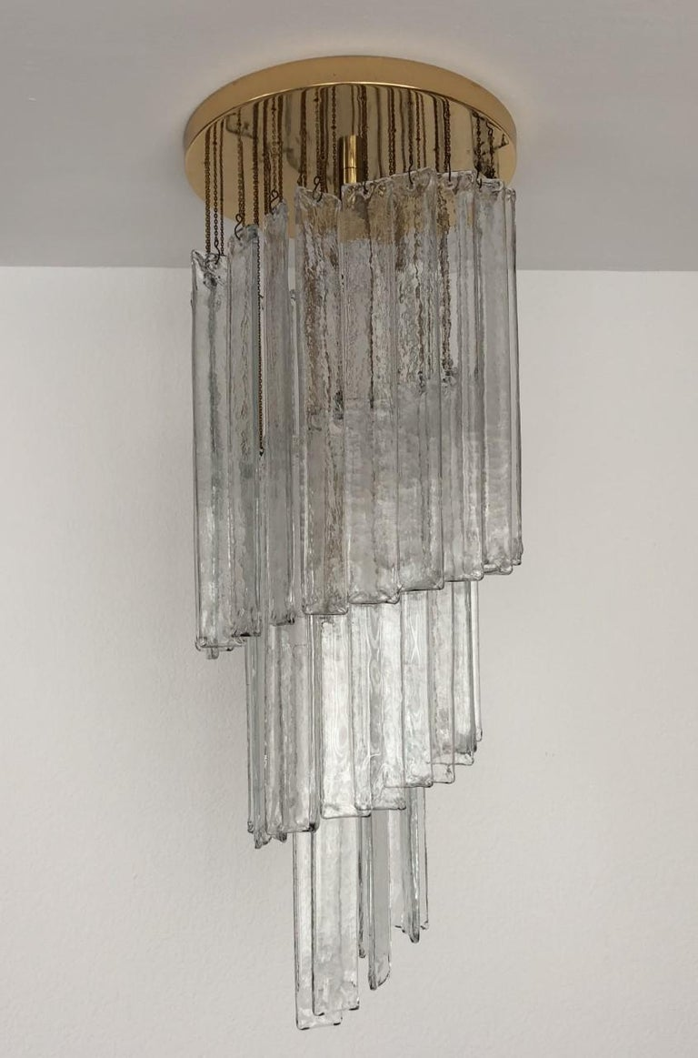 """Spiral and marvellous Italian clear Murano glasses midcentury chandelier. This chandelier was made during the 1970s in Italy for the Venice company """"Mazzega"""". This chandelier is composed by 50 units of clear Murano glasses (H 15.35 in. 39 cm x W"""