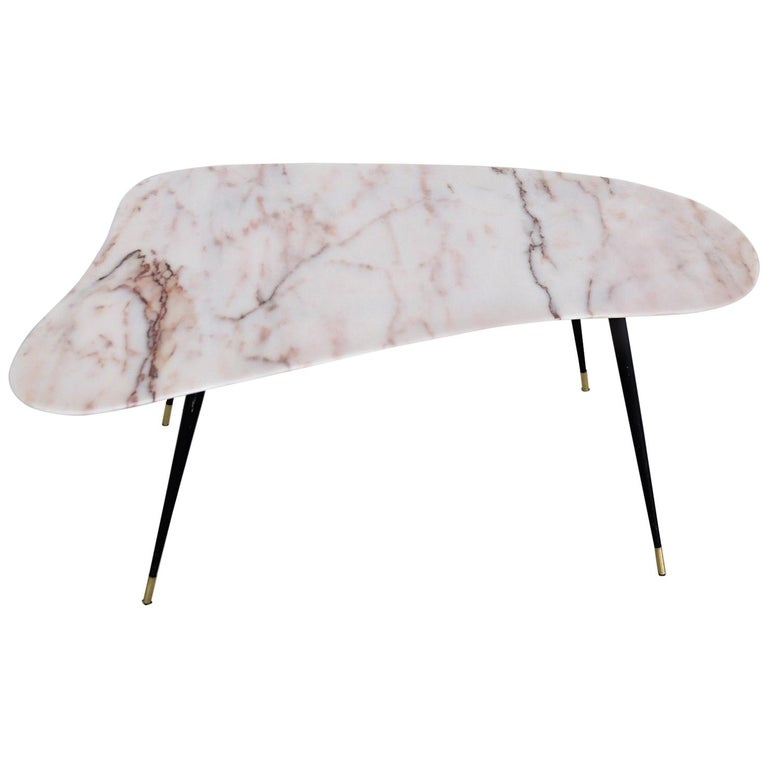 Italian Midcentury Coffee Table with Kidney Shape Marble Top and Brass Tips 1950 For Sale