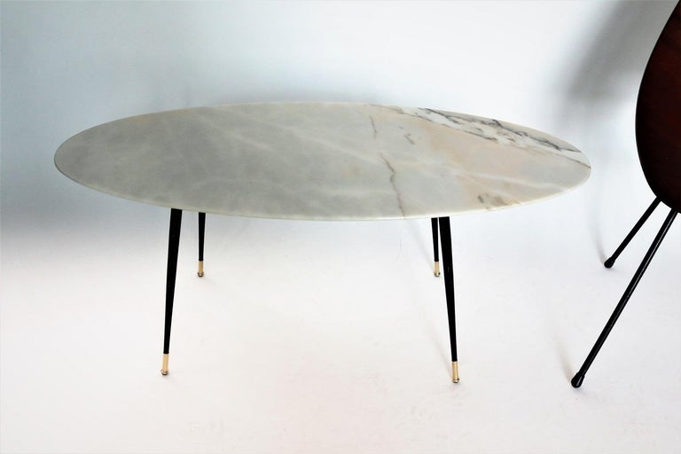 Italian Midcentury Coffee Table with Pink Marble and Stiletto Brass Feet, 1950s For Sale 5
