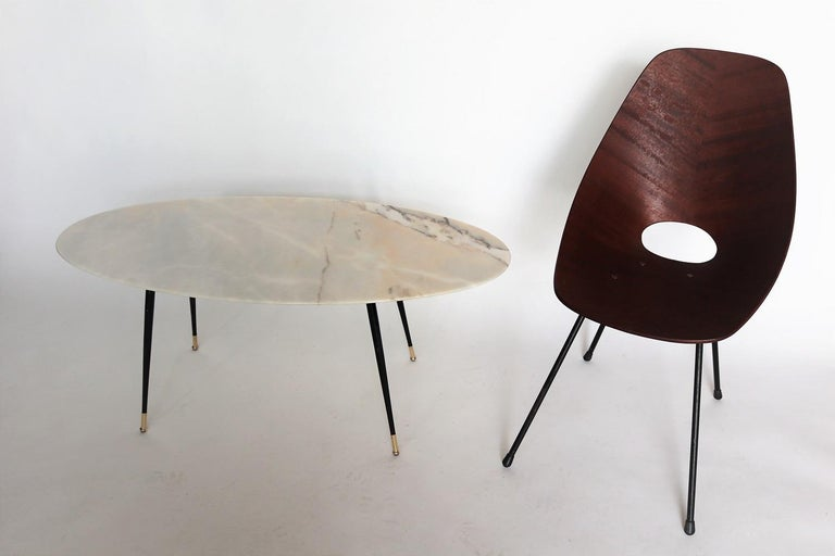 Italian Midcentury Coffee Table with Pink Marble and Stiletto Brass Feet, 1950s For Sale 7