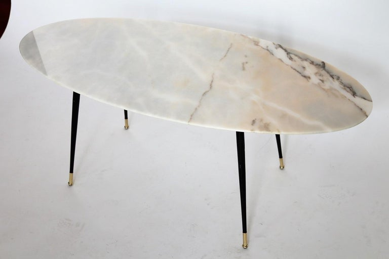 Italian Midcentury Coffee Table with Pink Marble and Stiletto Brass Feet, 1950s For Sale 1