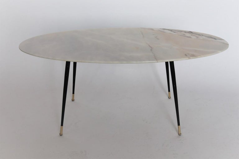 Italian Midcentury Coffee Table with Pink Marble and Stiletto Brass Feet, 1950s For Sale 4