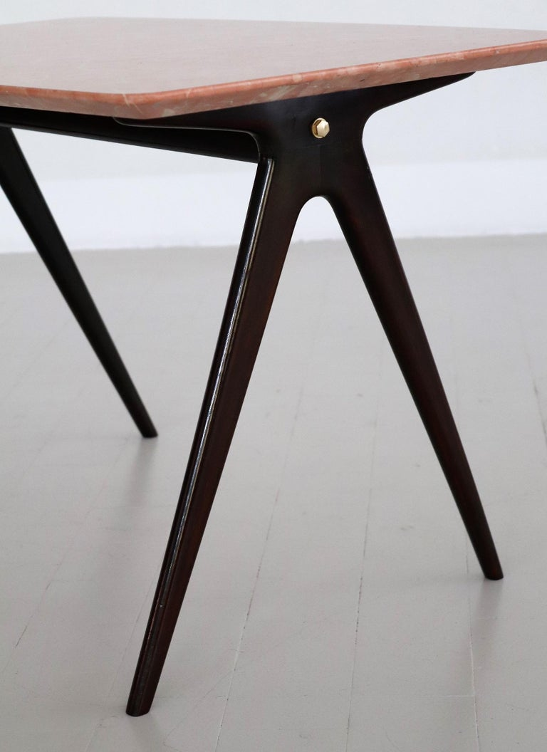 Italian Midcentury Coffee Table with Pink Marble Top and Wooden Legs, 1950s For Sale 4