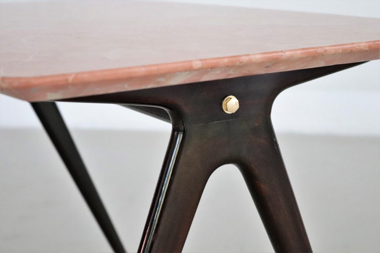 Italian Midcentury Coffee Table with Pink Marble Top and Wooden Legs, 1950s For Sale 5