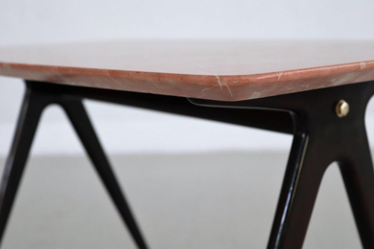 Italian Midcentury Coffee Table with Pink Marble Top and Wooden Legs, 1950s For Sale 6