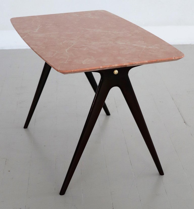 Italian Midcentury Coffee Table with Pink Marble Top and Wooden Legs, 1950s For Sale 7