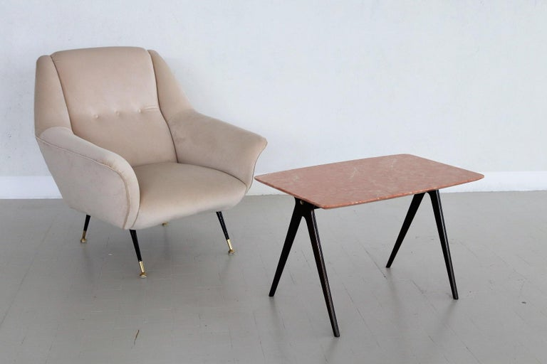 Italian Midcentury Coffee Table with Pink Marble Top and Wooden Legs, 1950s For Sale 2