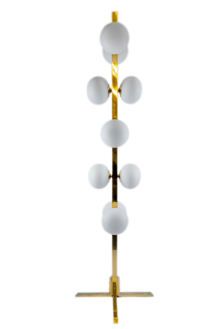 Italian Midcentury Design Brass and Glass Floor Lamp For Sale 1