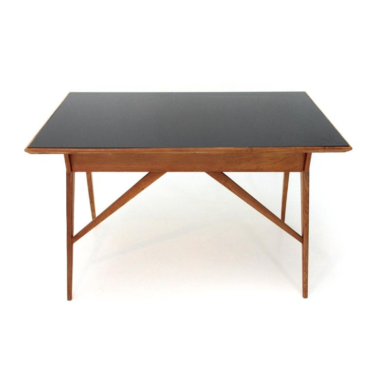 Italian Midcentury Desk with Black Glass Top, 1950s For Sale 2