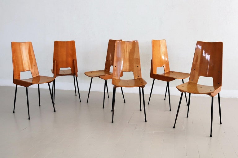 Beautiful set of six dining chairs designed by Carlo Ratti and manufactured by Legni Curva, Italy 1950.  Early design by Ratti.  The chairs are made of ash plywood with high gloss lacquered finish and are very comfortable. The legs are made of