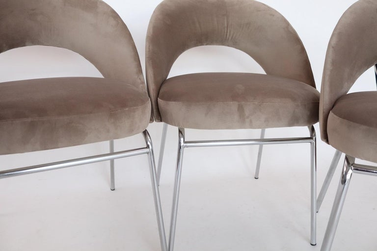 Italian Midcentury Dining Chairs Set of Six in Taupe Colored Velvet, 1960s For Sale 5