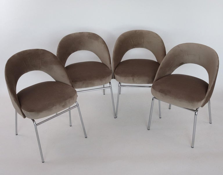 Italian Midcentury Dining Chairs Set of Six in Taupe Colored Velvet, 1960s For Sale 6
