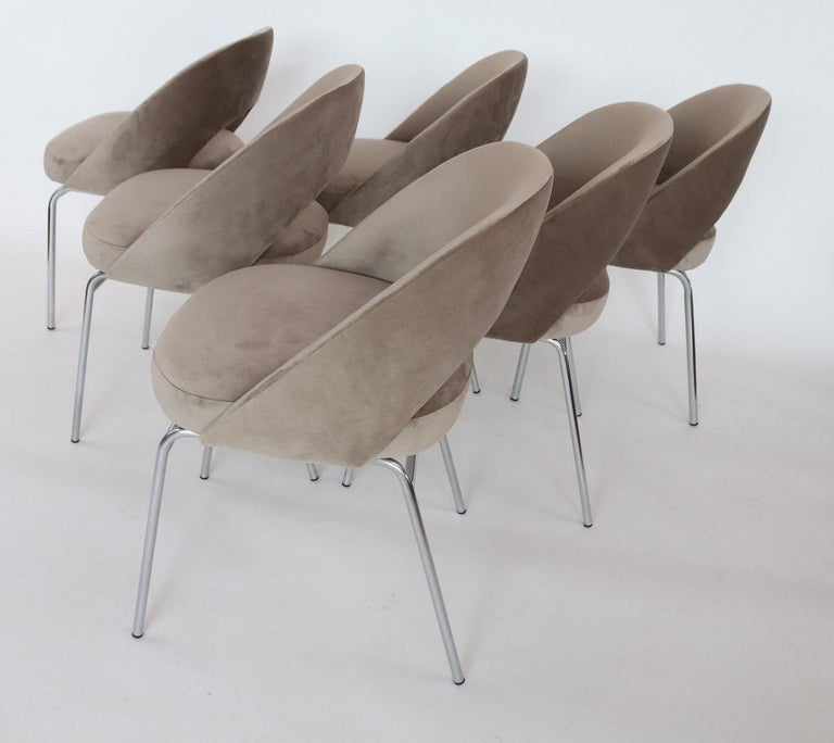 Italian Midcentury Dining Chairs Set of Six in Taupe Colored Velvet, 1960s For Sale 9