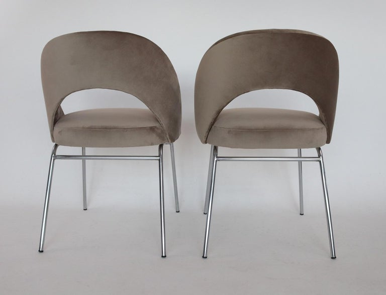 Italian Midcentury Dining Chairs Set of Six in Taupe Colored Velvet, 1960s For Sale 1