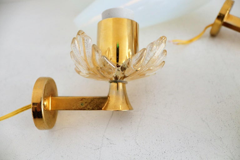 Italian Midcentury Handcrafted Opaline Murano Glass Wall Sconces by Venini 1970s 10