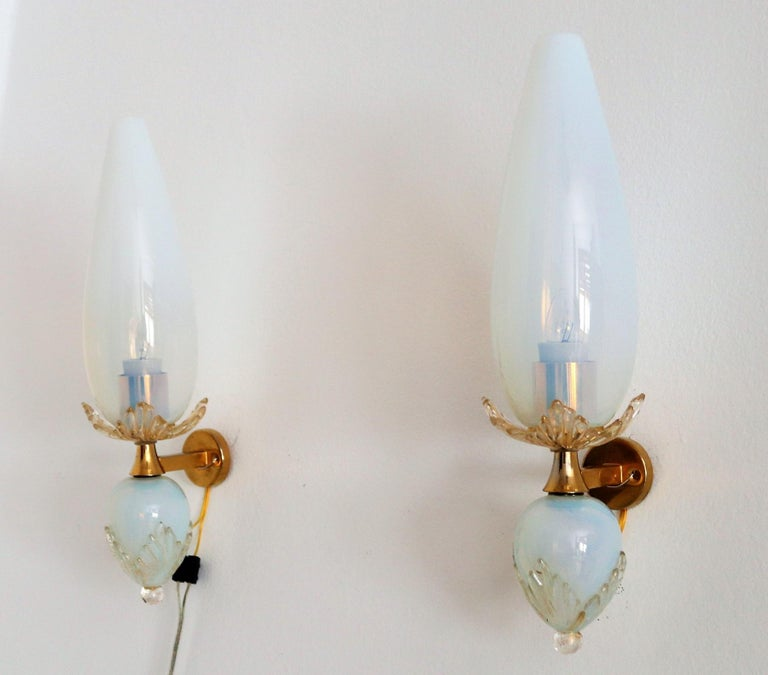 Italian Midcentury Handcrafted Opaline Murano Glass Wall Sconces by Venini 1970s 11
