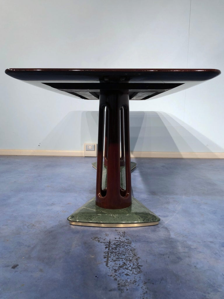 Italian Midcentury Mahogany and Marble Dining Table by Vittorio Dassi For Sale 6