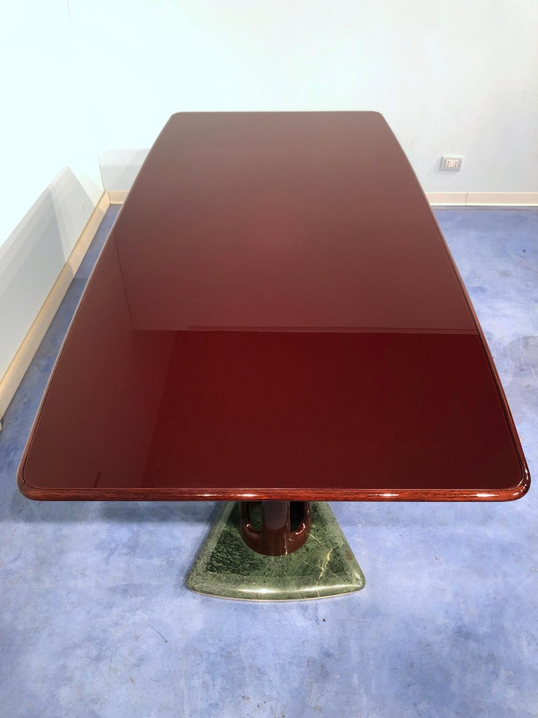 Italian Midcentury Mahogany and Marble Dining Table by Vittorio Dassi In Good Condition For Sale In Traversetolo, IT