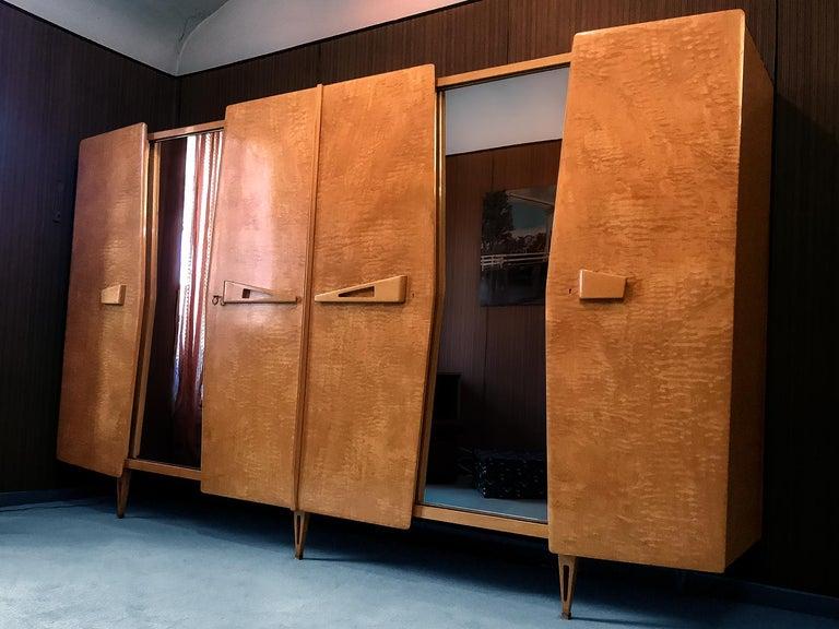 Italian Midcentury Maple Wardrobe with Sliding Mirrors by Vittorio Dassi, 1950s For Sale 6