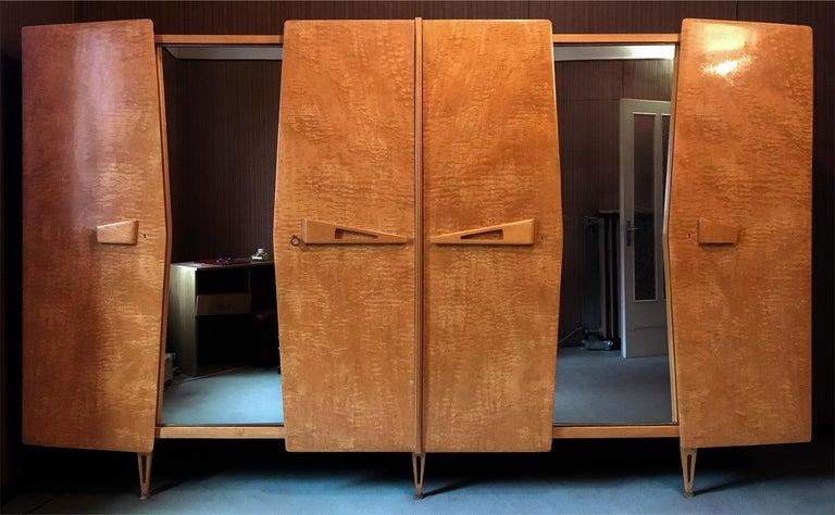 Italian Midcentury Maple Wardrobe with Sliding Mirrors by Vittorio Dassi, 1950s For Sale 7
