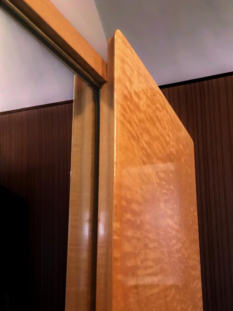 Italian Midcentury Maple Wardrobe with Sliding Mirrors by Vittorio Dassi, 1950s For Sale 3