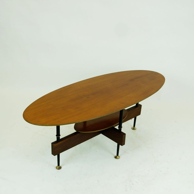 Italian Midcentury Oval Teak Coffee or Cocktail Table In Good Condition For Sale In Vienna, AT